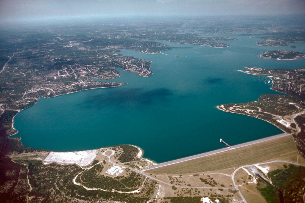 BEST WAKEBOARDING LAKES IN TEXAS: CANYON LAKE