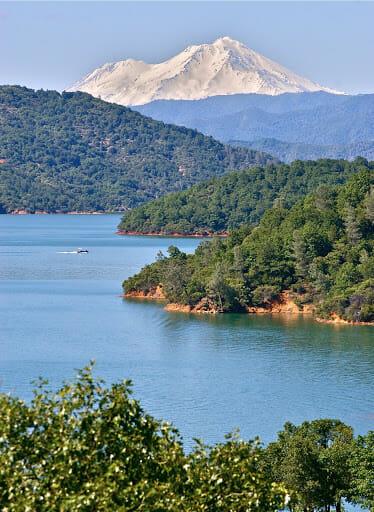 Best Wakeboarding Lakes in California: LAKE SHASTA